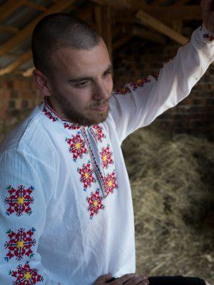 Мъжка-риза-с-шевици-тракийска-бродерия