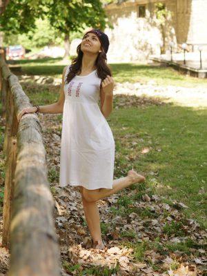 кенарена-рокля-с-бродирана-шевица-лора